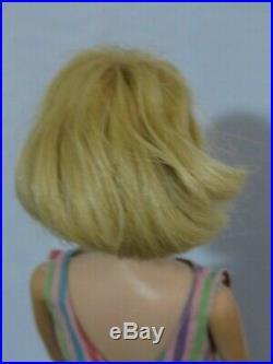 Vintage 1070 Barbie American girl. Blonde. Bendable leg doll. Mattel. 1960s